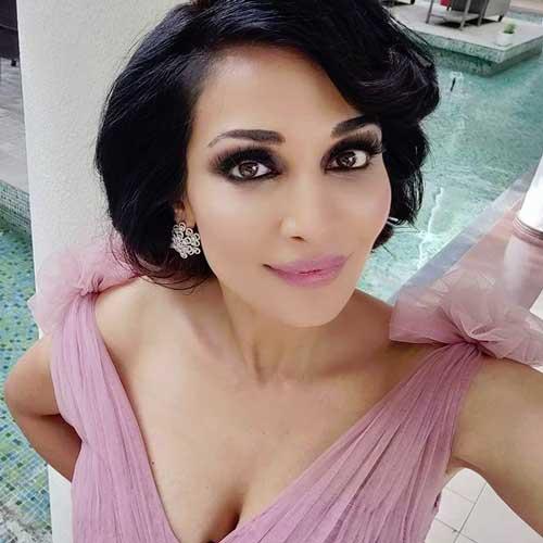 Flora Saini boob size
