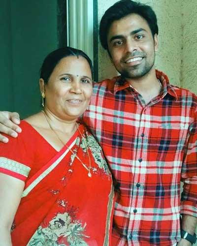 Jitendra Kumar family