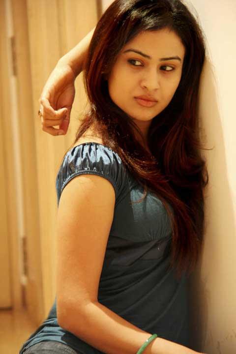Shalini Chandran hot pics