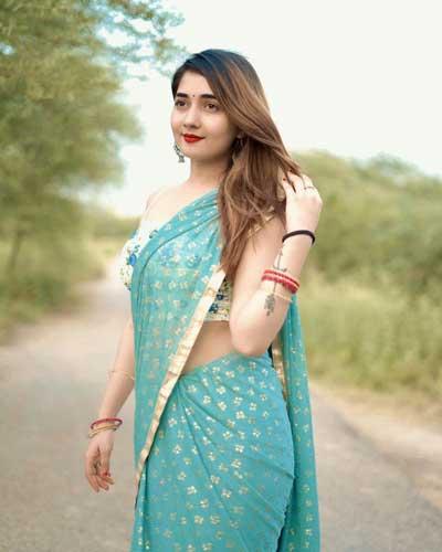 Nisha Bhatt hot pics