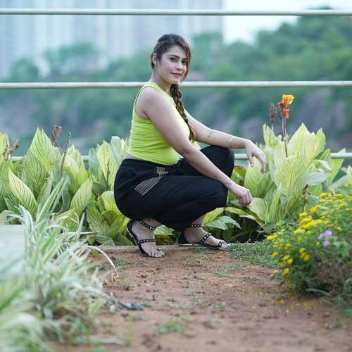 Kritika Malik hot pics