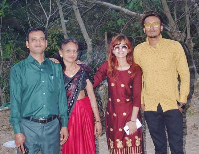 Pihu Jaiswal family